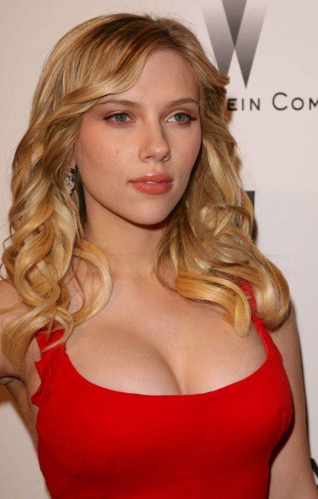 scarlett johansson breast size